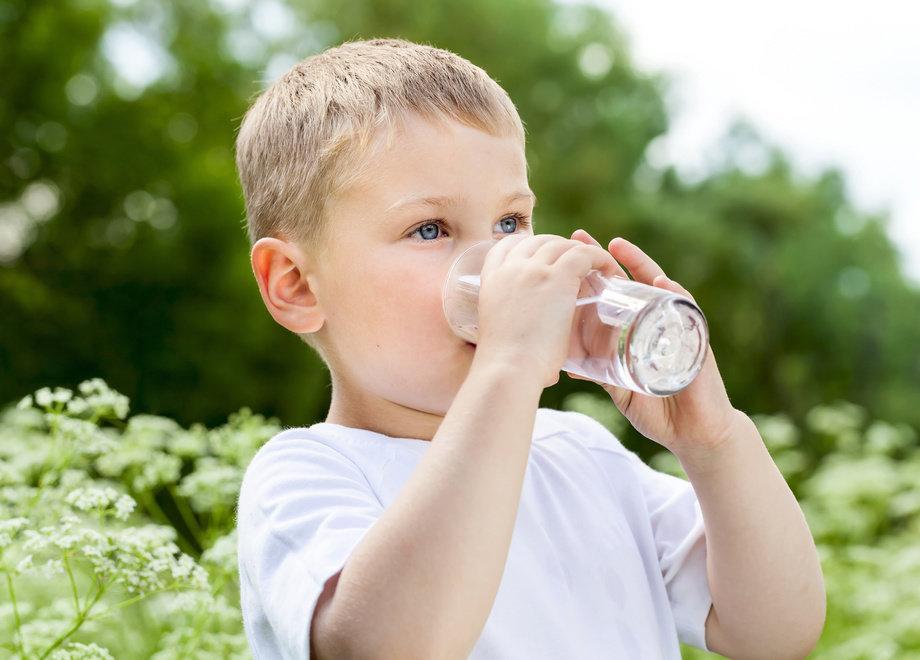 Uống 8 ly nước mỗi ngày để cuộc sống lành mạnh hơn