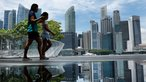Thặng dư ngân sách tăng gấp 5, Singapore 'lì xì' toàn dân