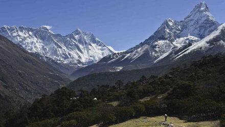 Thêm 4 người leo núi chết trênEverest                         1