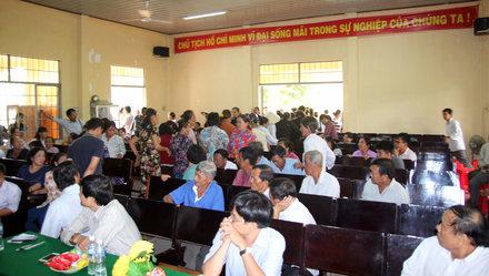 Dân Bến Tre kéo lên UBND tỉnh phản đối dự án xi măng