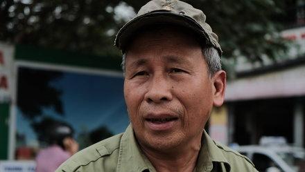 Ông Nguyễn Huy Xuyên có 5 năm chạy xe ôm trên trục đường Lê Văn Lương - Tố Hữu. Ảnh: Nam Trần