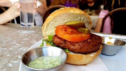 Beefsteak từ ống nghiệm và một cơ may từ thịt nhân tạo