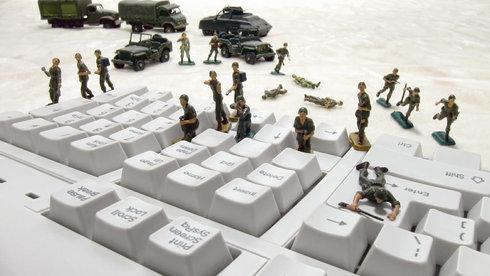 Luật nào cho chiến tranh mạng?