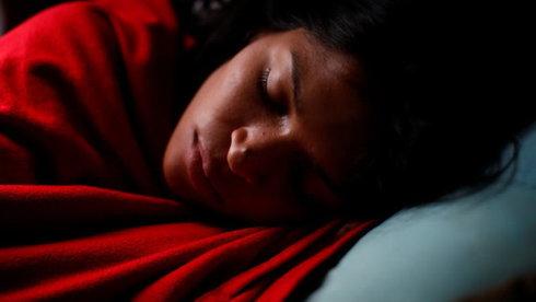 Phòng ngủ nhiều ánh sáng nhân tạo làm phụ nữ tăng cân