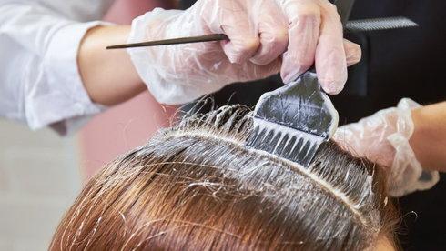 Những cảnh báo mới về thuốc nhuộm tóc