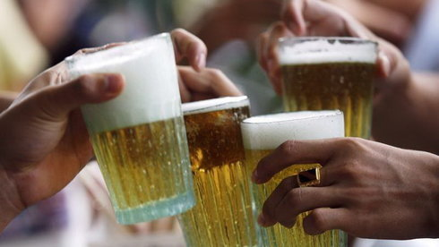Khi chai bia làm chủ cuộc đời