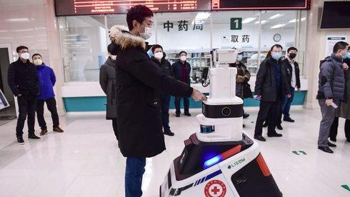 Tự động hóa thời dịch bệnh: Vui vẻ để robot thay con người?