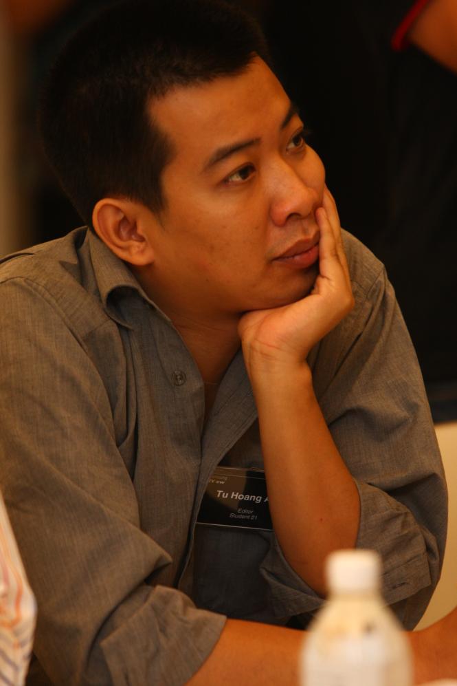Nhà báo Hoàng Anh Tú