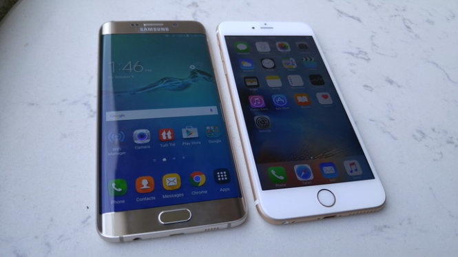 Samsung Galaxy S6 Edge plus (trái) và Apple iPhone 6S Plus - Ảnh: T.Trực