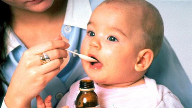 Những lưu ý cần thiết khi cho trẻ uống thuốc - Tuổi Trẻ Online