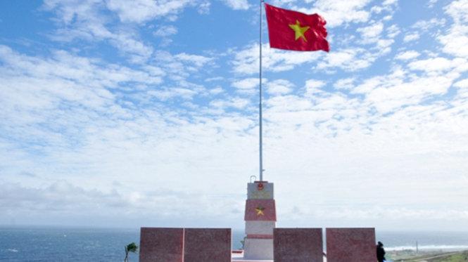 công trình cột cờ Tổ quốc được xây dựng trên núi Thới Lới, huyện đảo Lý Sơn (Quảng Ngãi) được khánh thành sau gần 3 tháng khởi công