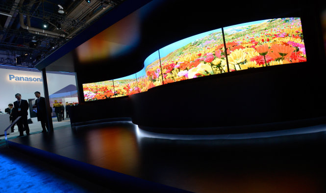 LAS VEGAS, NV - JANUARY 07:  Panasonic's 4K curved OLED televisions are displayed at the Panasonic booth at the 2014 International CES at the Las Vegas Convention Center on January 7, 2014 in Las Vegas, Nevada. CES, the world's largest annual consumer technology trade show, runs through January 10 and is expected to feature 3,200 exhibitors showing off their latest products and services to about 150,000 attendees.  (Photo by David Becker/Getty Images)