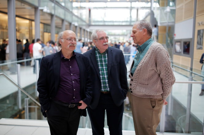 British-born scientist F. Duncan Haldane (L) of Princeton University chats with fellow Princeton Nobel Laureates Eric Wieschaus (C, Physiology or Medicine 1995) and Joseph Taylor (R, Physics 1993) after winning the 2016 Nobel Prize for Physics, in Princeton, New Jersey, U.S. October 4, 2016