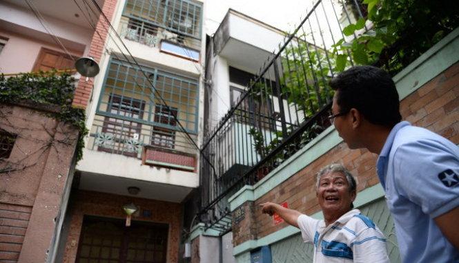 """Một người hàng xóm của nhà thơ Phạm Thiên Thư kể về khu xóm ngày xưa và """"động hoa vàng"""" nay biến thành căn nhà ba tầng - Ảnh: TỰ TRUNG"""