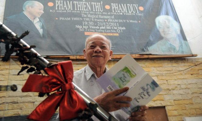 Phạm Thiên Thư trong đêm thơ nhạc của ông và Phạm Duy năm 2011 - Ảnh nhân vật cung cấp