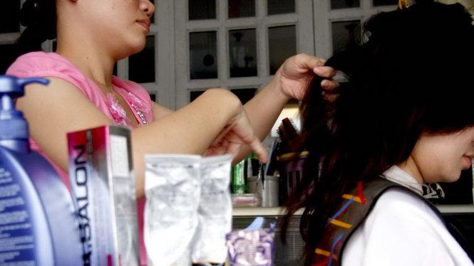 Người trẻ nhuộm tóc liên tục coi chừng ảnh hưởng sức khỏe - Ảnh: G.Tiến
