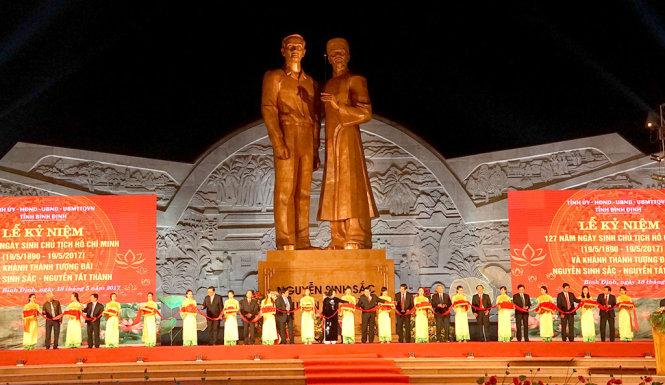 Khánh thành tượng đài Nguyễn Sinh Sắc - Nguyễn Tất Thành - Tuổi Trẻ Online