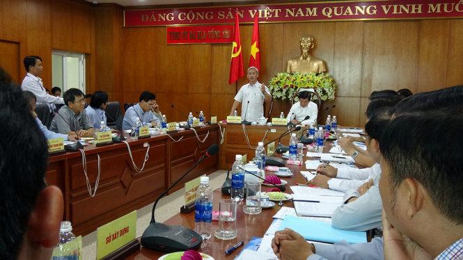 Cuộc họp giữa hai tỉnh Bà Rịa - Vũng Tàu và Đồng Nai bàn về phương án làm BOT cầu Phước An nối hai tỉnh, qua sông Thị Vải - Ảnh: ĐÔNG HÀ