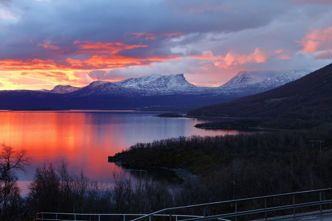 During the winter months in the northernmost reaches of Sweden, the sun rises briefly in the morning to paint the sky red, seen here over the Abisko National Park, but quickly retreats. True daylight isn't witnessed here until summer rolls around Shutterstock / Pommy.Anyani