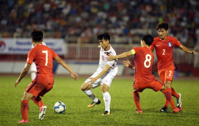 Công Phượng cùng các đồng đội sẽ tái ngội U-23 Hàn Quốc ở Trung Quốc. Ảnh: N.K