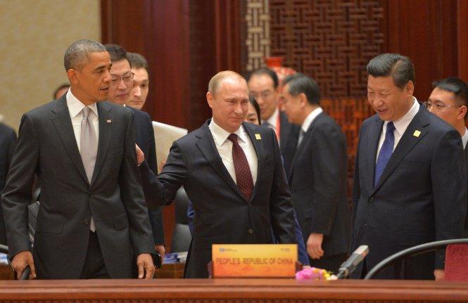 Từ trái sang: các ông Obama, Putin và Tập Cận Bình ở APEC 2014 tại Bắc Kinh, Trung Quốc.-Ảnh: Washington Times