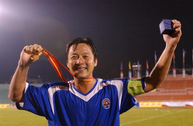 Vô địch giải bóng đá Đại hội TDTT toàn quốc năm 2005 với Đà Nẵng, chiếc HCV cuối cùng trong đời cầu thủ của Lê Huỳnh Đức. Ảnh: SĨ HUYÊN