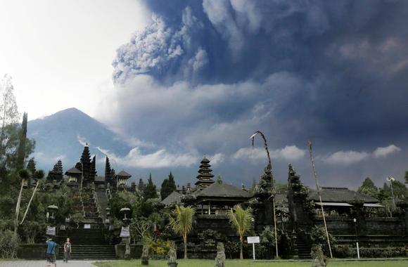 Thiên đường Bali đầy bụi núi lửa:du lịch lao đao - ảnh 1