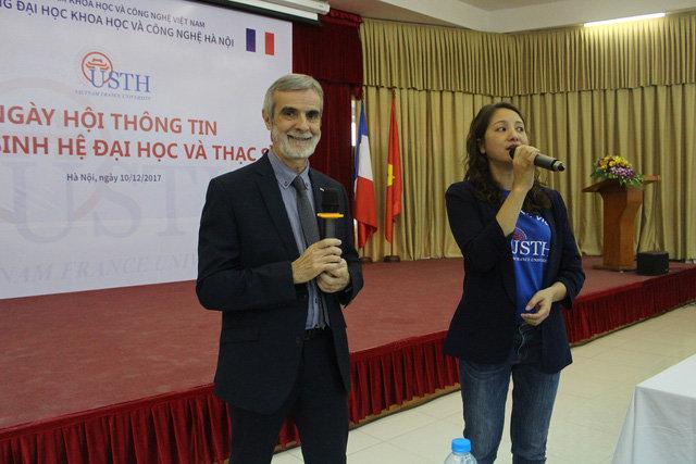 GS. Patrick Boiron (trái) - Hiệu trưởng Trường Đại học Việt Pháp chia sẻ những thông tin mới về tuyển sinh năm 2018-2019