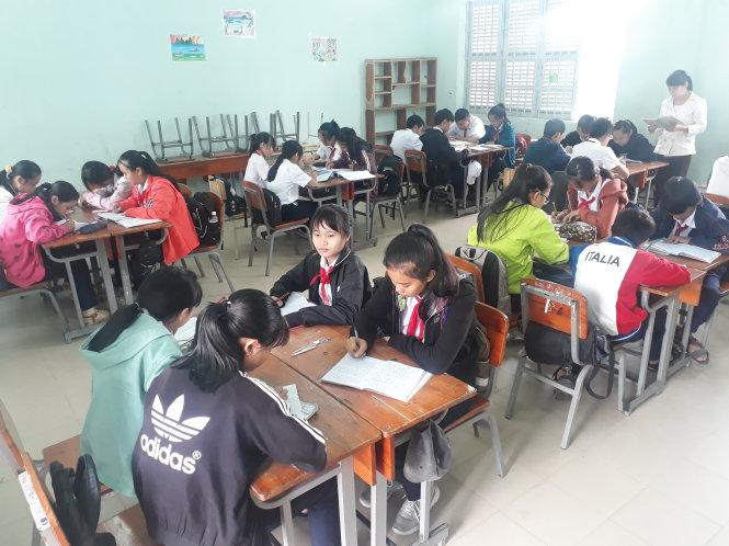 Học sinh lớp 9 Trường THCS Nguyễn Công Trứ, TP Nha Trang, Khánh Hòa trong giờ học theo mô hình VNEN - Ảnh: THÁI THỊNH