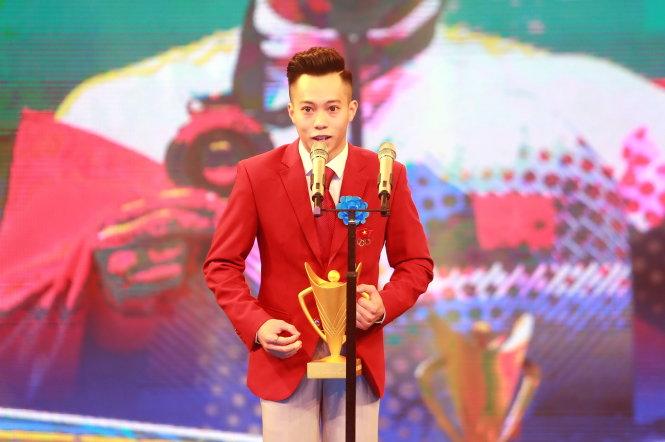 Lê Thanh Tùng, Bùi Thị Thu Thảo giành Cúp Chiến thắng
