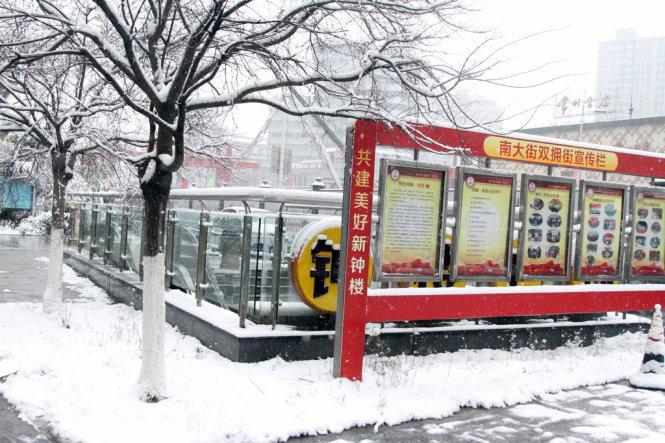 Chờ quyết định có hoãn trận chung kết vì tuyết rơi dày