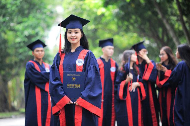 Sinh viên tốt nghiệp từ UEH nhận được đánh giá, phản hồi tích cực từ các nhà tuyển dụng, trong đó nhiều thế hệ cựu sinh viên đang nắm giữ những vị trí quan trọng trong chính quyền và là lãnh đạo của nhiều doanh nghiệp lớn