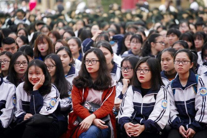 Học sinh tham dự chương trình tư vấn tuyển sinh - hướng nghiệp 2018 tại Nghệ An ngày 27-1 - Ảnh: CHÍ TUỆ