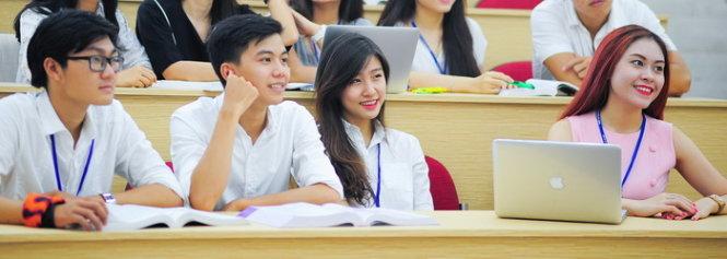 Môi trường học tập năng động, trang thiết bị được đầu tư hiện đại là một trong những ưu điểm của UEH