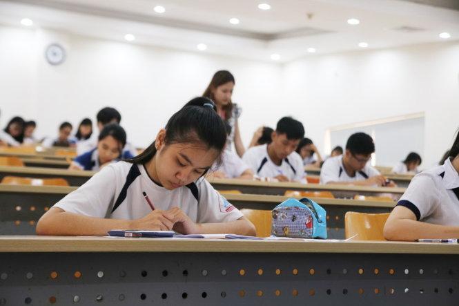 Thí sinh dự kỳ thi kiểm tra năng lực năm 2017 do Trường ĐH Quốc tế (ĐHQG TP.HCM) tổ chức - Ảnh: BÍCH NGỌC