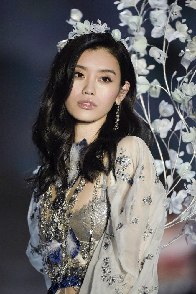 Xi Mengyao (Hề Mộng Dao), người mẫu Trung Quốc nổi tiếng nhất của Victoria's Secret. Ảnh: Jakarta Post