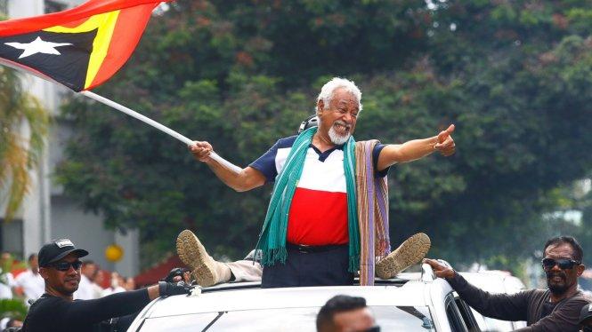 Trưởng phái đoàn đàm phán Xanana Gusmao được chào đón ở Dili như một người hùng. Ảnh: ABC News