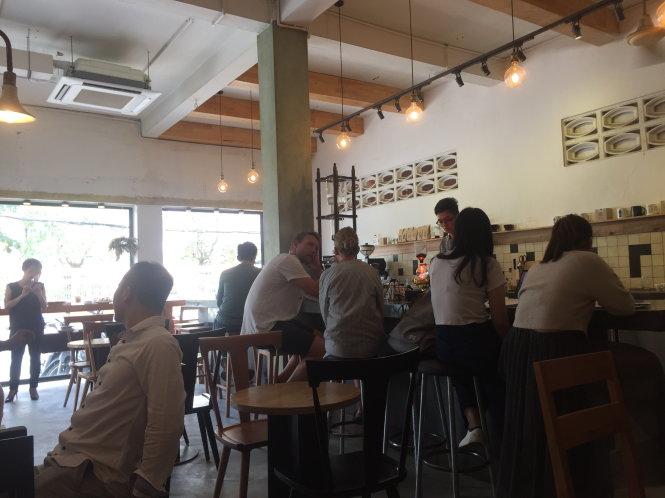 Quán cà phê bên trong 133 Cô Bắc