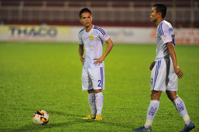 Sự thất vọng của các cầu thủ Quảng Nam. Ảnh: ANH HOÀNG