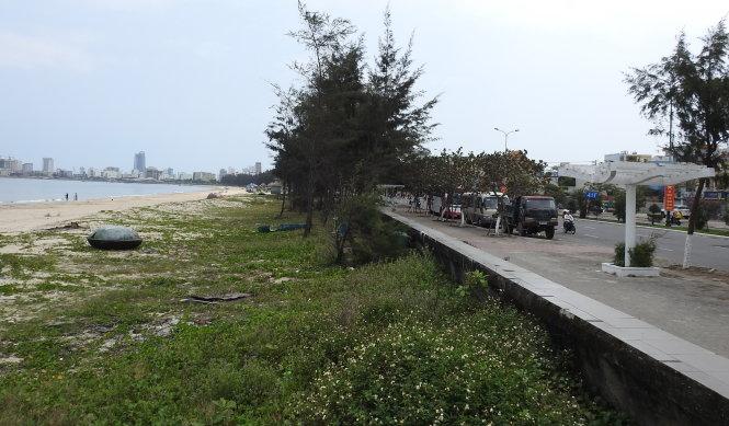 """""""Cuộc chiến"""" giành lại bãi biển ở Đà Nẵng"""