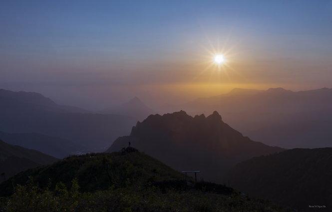 Bình minh núi Muối tại điểm dừng chân 2.100m.