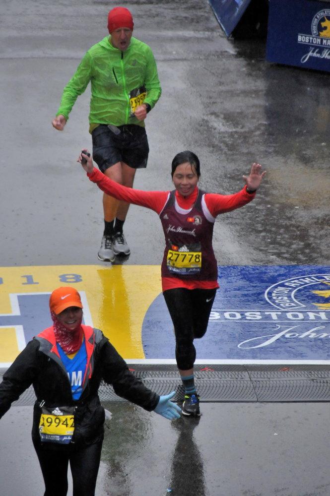 Trang Hạ (27778) về đích Marathon Boston 2018. Ảnh: Chí Dũng