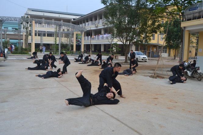 Một buổi học võ của cán bộ, nhân viên BV Đa khoa Hùng Vương (Phú Thọ). Ảnh: C.T.V.