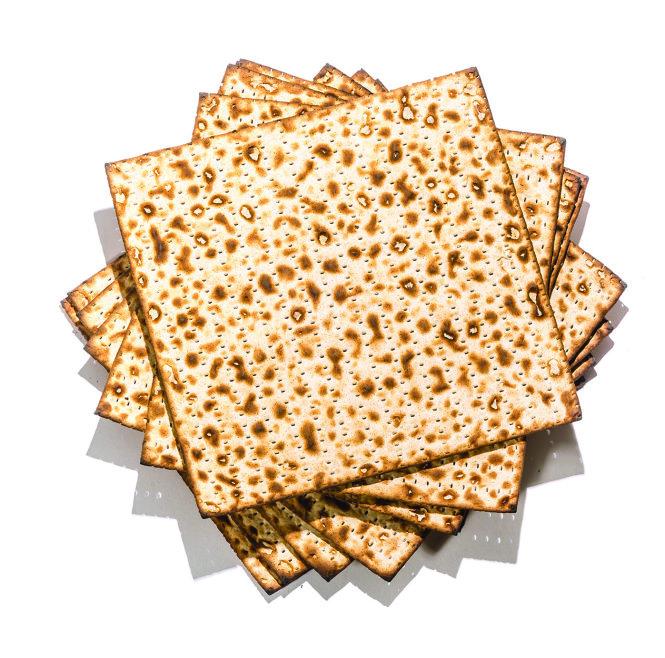 Bánh mì Matzo của người Do Thái. Ảnh: www.dreamstime.com