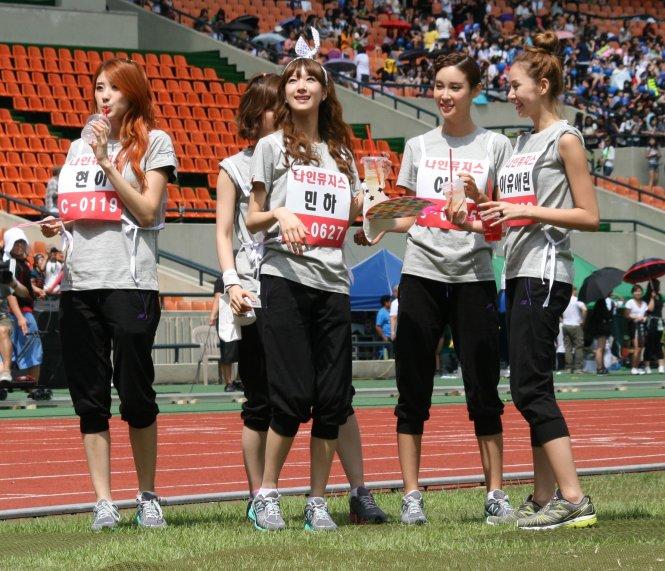 Các ngôi sao K-pop thường xuyên tham gia những sân chơi thể thao nhằm kêu gọi giới trẻ chơi thể thao. Ảnh: Korean Times