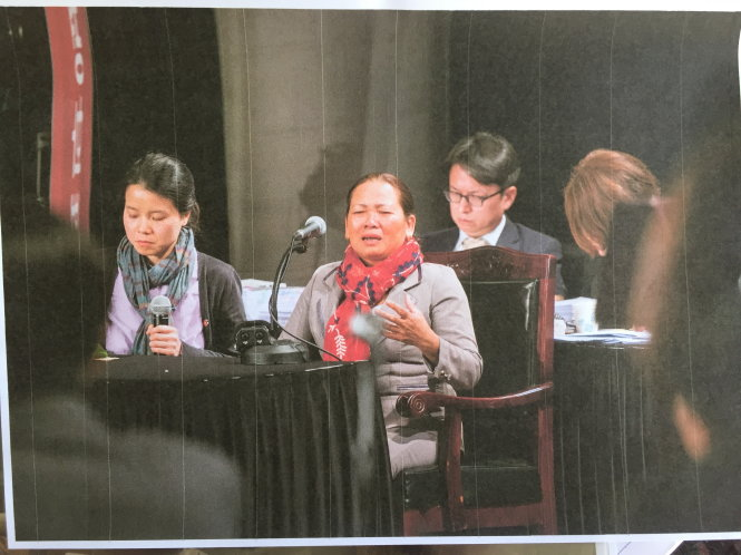 Bà Thanh (Phong Nhị) đối chất, làm chứng trước tòa giả định tại Hàn Quốc tháng 4-2018.  Ảnh: Bá Dũng chụp lại