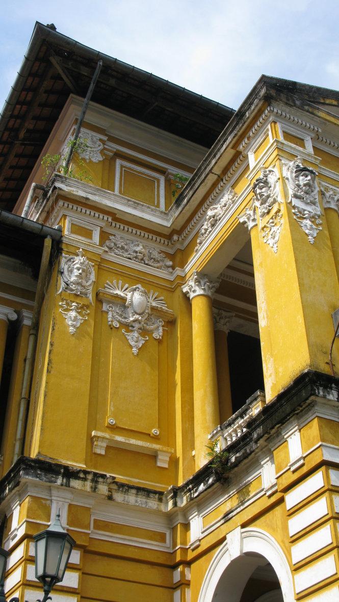 Vô vàn tượng, hoa văn tinh xảo vẫn tồn tại sau hơn 140 năm dãi dầu mưa nắng