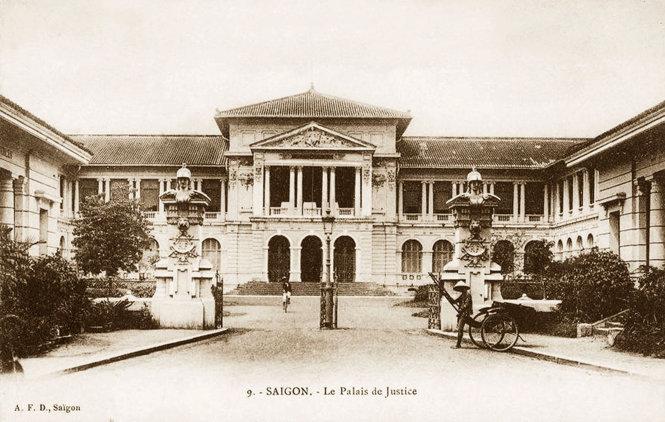 Tên đầu tiên của nơi này là Tòa án Sài Gòn. Đến năm 1898 đổi thành Tòa hình sự Sài Gòn kiêm Tòa thượng thẩm Đông Dương. Thời VNCH, đây là Tòa thượng thẩm Sài Gòn và nay là TAND TP.HCM. Ảnh tư liệu