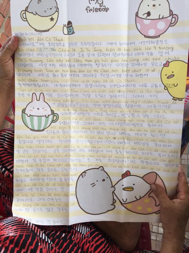 Lá thư của công dân yêu chuộng hòa bình Hàn Quốc gửi tặng các nhân chứng chiến tranh VN. Ảnh: Bá Dũng