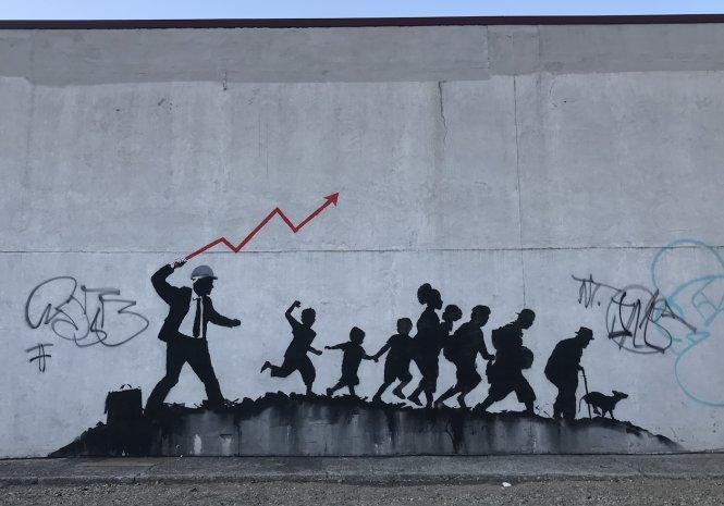 Ngọn roi thị trường tự do và nhóm lợi ích sẽ còn quật xuống lưng người dân đến bao giờ? Ảnh: 6sqft.com